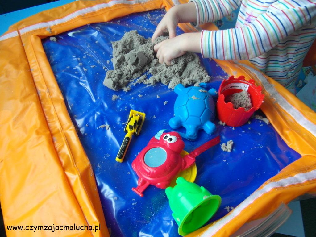 jak się bawić piaskiem kinetycznym