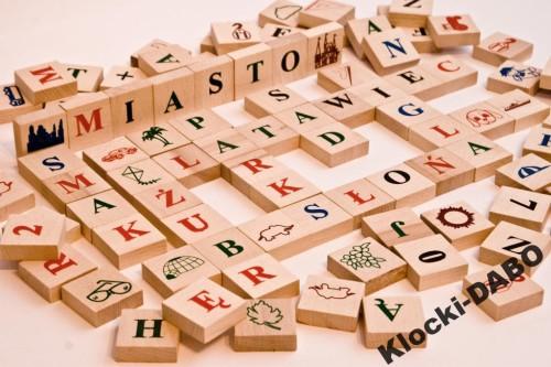 drewniane litery i cyfry