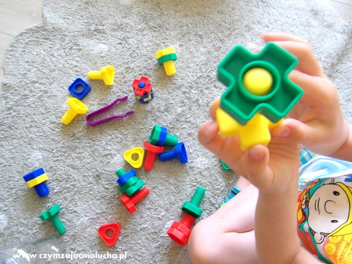 ćwiczenie paluszków dziecka